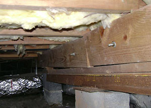 sagging crawl space with wooden shimming a Oskaloosa crawl space